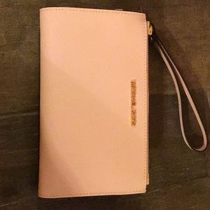 New without tags Michael Kors wristlet baby pink